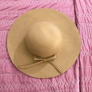 Accessories - Nude wool floppy hat